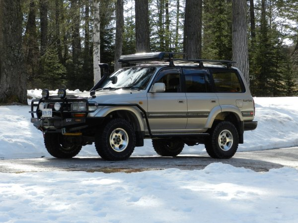 Дикий «Крузак» против «Шишиги»: Старенький Toyota Land Cruiser и ГАЗ-66 сравнили на бездорожье