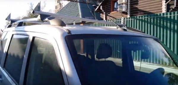 Лайфхак для рейлингов: Как в УАЗ «Патриот» перевозить большие грузы, показал блогер