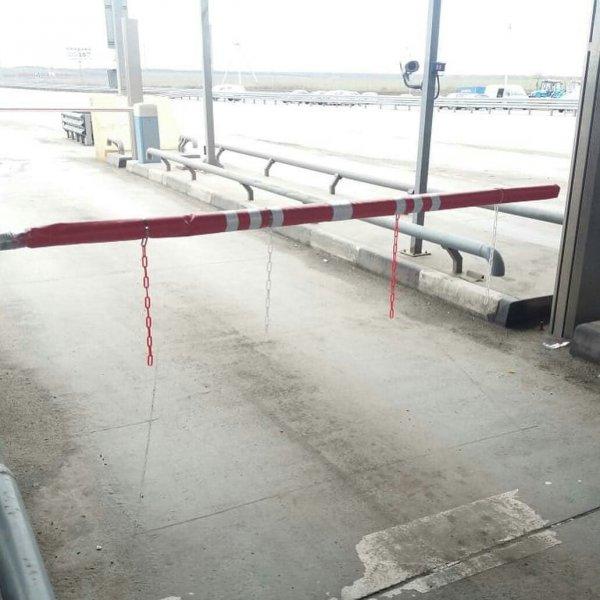 Бутафория: «Устрашающие» пластиковые цепи на «платках» М4 «Дон» рассмешили автомобилистов