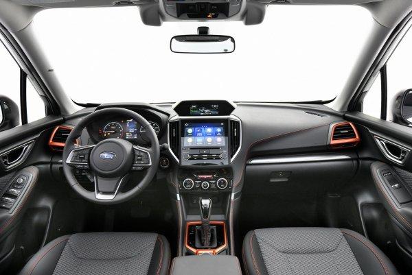 «Царь-кроссовер» или «жертва вариатора»: Обзорщик поделился впечатлениями от Subaru Forester