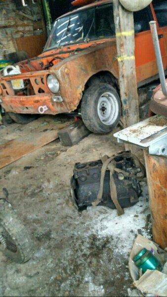 «Глубоко в наших сердцах»: Автомобилиста покорил ржавый ВАЗ-2101 с кузовом, «погрызенным бобрами»