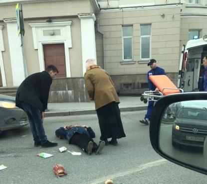 Пожилая женщина была сбита в Тюмени. Водитель утверждает, что не причастен к ДТП