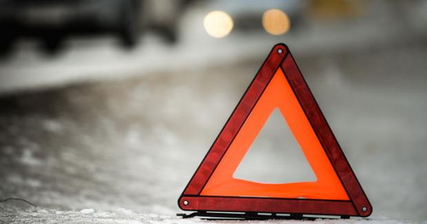 В Тюмени автомобиль сбил дорожного рабочего: за это накажут работодателя