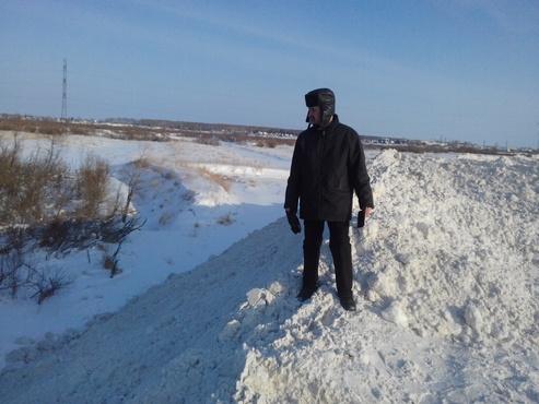 Талая вода вместе с мусором со снежной свалки не должна стекать в реку