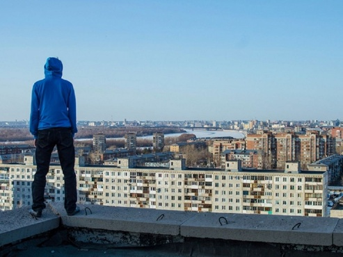 В Тюмени из-за подростка, пробравшегося на крышу многоэтажки, наказали главного инженера УК