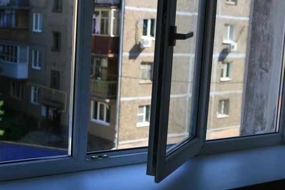 В Тюмени скончался маленький мальчик, который выпал из окна многоэтажки