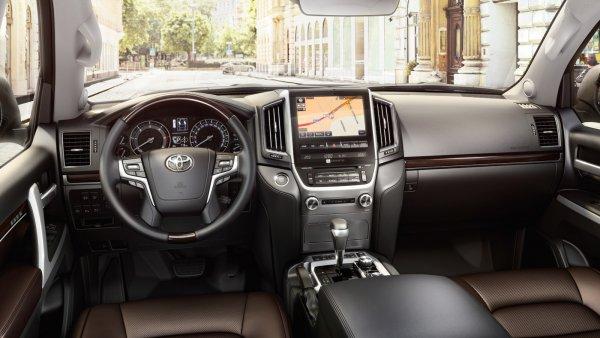 Всего 50 000 км за 6 лет: Сомнительный пробег Toyota Land Cruiser 200 насторожил эксперта