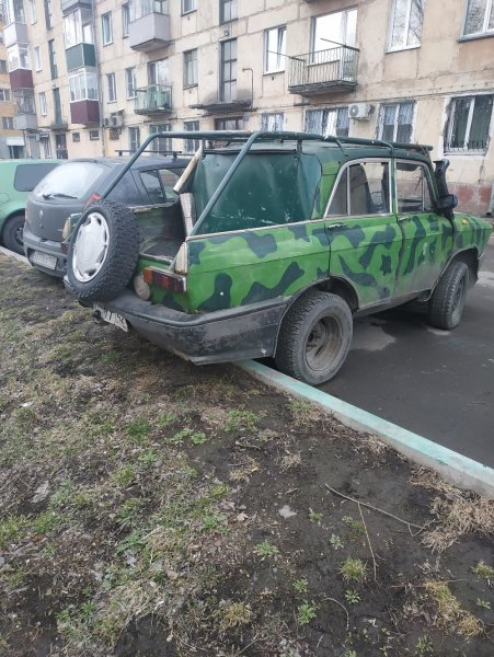 «Колхоз здорового человека»: «Безумный» тюнинг «Москвича-Аллигатора» ободрили в сети