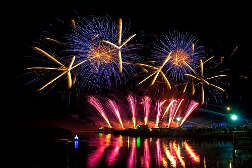 V Международный фестиваль фейерверков организуют в Братеевском парке столицы РФ