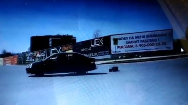 Ребенок выпал из автомобиля на ходу – видео