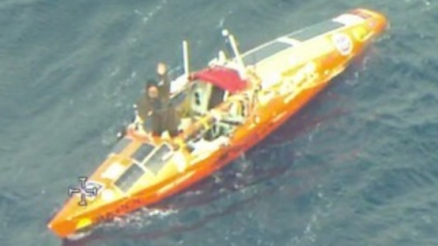 Весельную лодку российского путешественника сняли на видео с самолета