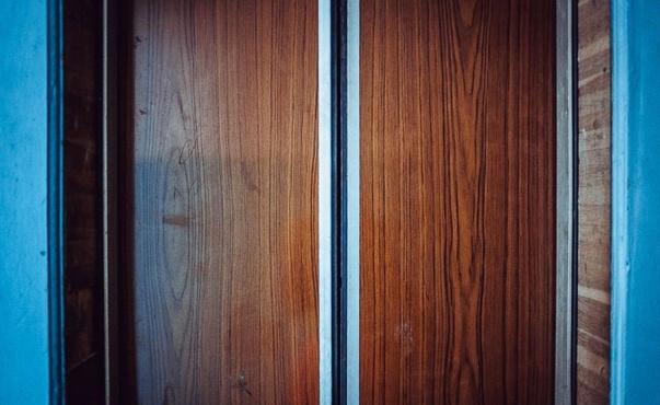 В Тюмени завершено расследование несчастного случая на Беловежской. Механик погиб во время ремонта лифта
