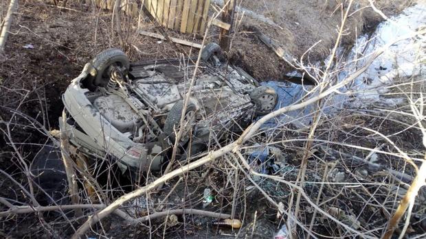 В Тюменской области водитель иномарки устроил ДТП, пытаясь поднять упавший телефон