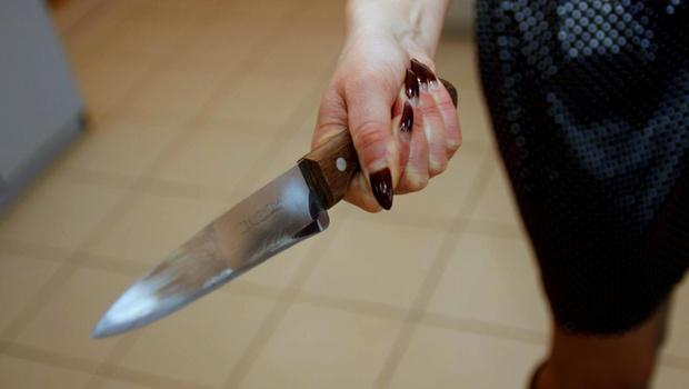 Тюменка накинулась с ножом на суши-мастера. Люди испугались и вызвали полицию