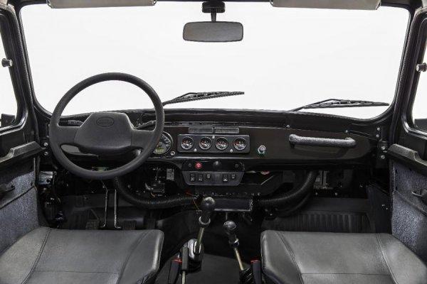 «Скоро задний диван будет опцией, а потом и руль»: В сети возмущены стоимостью нового УАЗ «Хантер»
