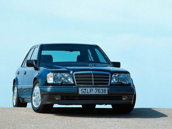 «Вопрос из разряда риторических»: Выбор между новой LADA Vesta и старым Mercedes W124 вызвал споры в сети