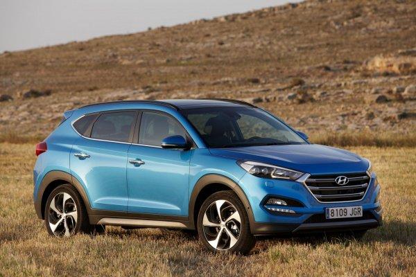 «Битва кроссоверов»: Hyundai Tucson сразился с Mazda CX-5 на бездорожье