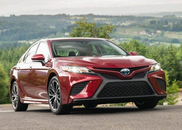 Лучший расход в классе: Новую Toyota Camry выгоднее «кормить» бензином, чем газом