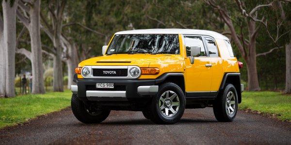«Крузак нервно курит в сторонке»: Блогер расхвалил необычный Toyota FJ Cruiser