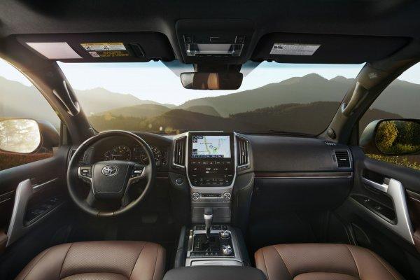 Невозможно не любить: Основные достоинства Toyota Land Cruiser 200 назвал автовладелец