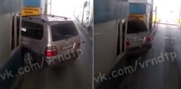 «Сломал систему»: Конфуз водителя Toyota Land Cruiser на трассе М4 «Дон» показали в сети