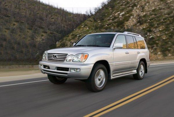 Кто всё-таки лучше? Toyota Land Cruiser 100 и Lexus LX 470 сравнили в обзоре