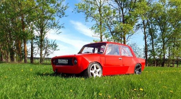 Из «Копейки» в «Тазойоту»: Умелец превратил ВАЗ-2101 в праворульный спорткар