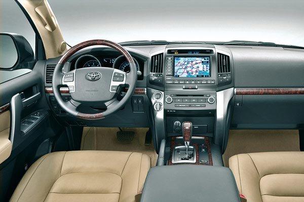 «Это уже дрова»: Эксперт рассказал, как под видом Toyota Land Cruiser 200 в «отличном состоянии» продают битьё