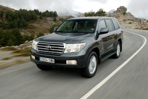 700 000 рублей за два года: Расходами на содержание Toyota Land Cruiser 200 поделился владелец