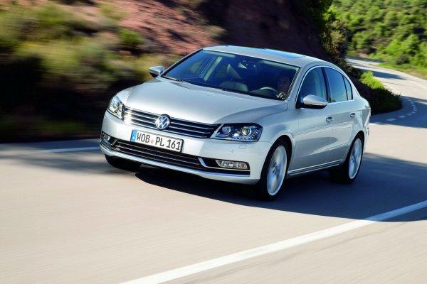 «Вот этой бойня!»: Как бешеная LADA Granta Sport «рвет» Volkswagen Passat в гонке по прямой, показали в сети
