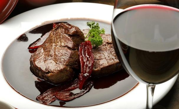 Министр здравоохранения не стала запрещать есть мясо, пить спиртное и курить