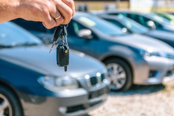 Тюменку, которая задолжала больше 600 тысяч рублей, остановили на «давно проданном» автомобиле