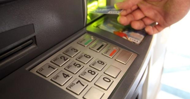 Не могли определиться, кто будет снимать деньги: предприимчивый таксист похитил у тюменца деньги