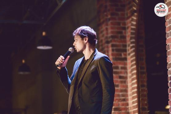 Комик снова в городе: концерт Виктора Комарова при поддержке