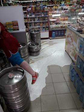Магазин в Тюмени затопило спиртным: фото