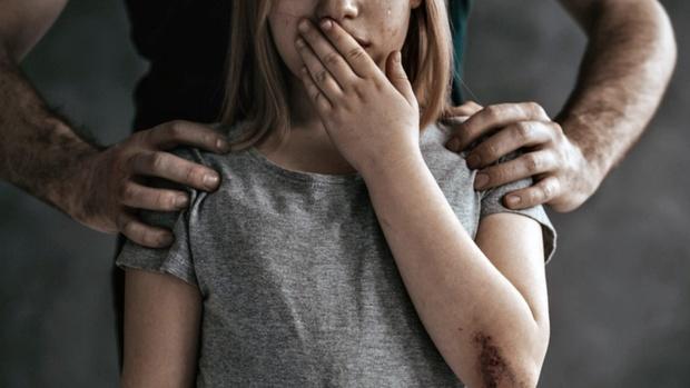 В Тюменской области мужчины изнасиловали девушку, с которой познакомились в кафе