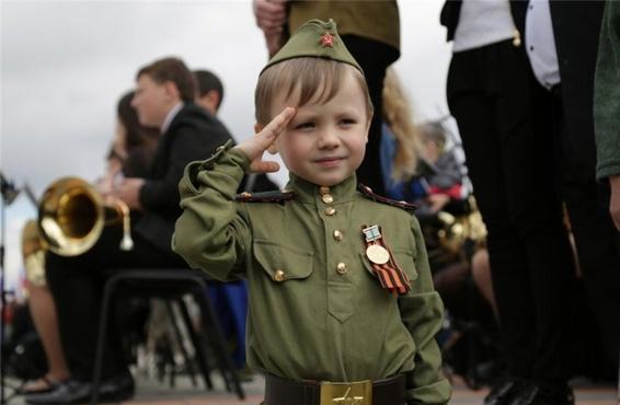 Тюменские школьники воссоздали на сцене сюжеты военного времени