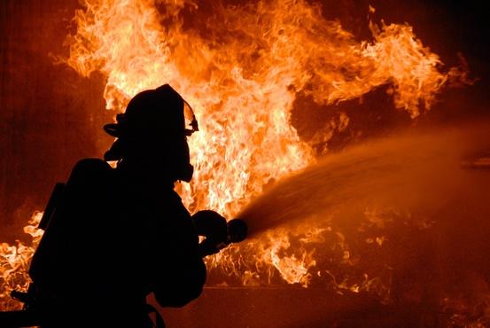 Подробности ночного пожара в Тюмени: из-за загоревшейся бани вспыхнули три дома
