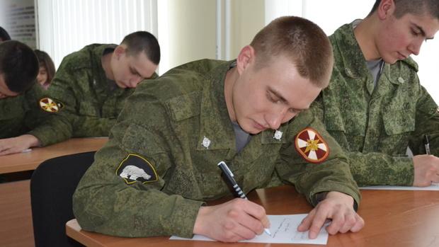 «Напиши солдату». Тюменские кадеты написали письма призывникам