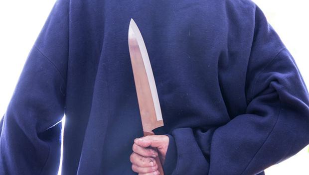В майские праздники пожилая тюменка набросилась с ножом на свою подругу