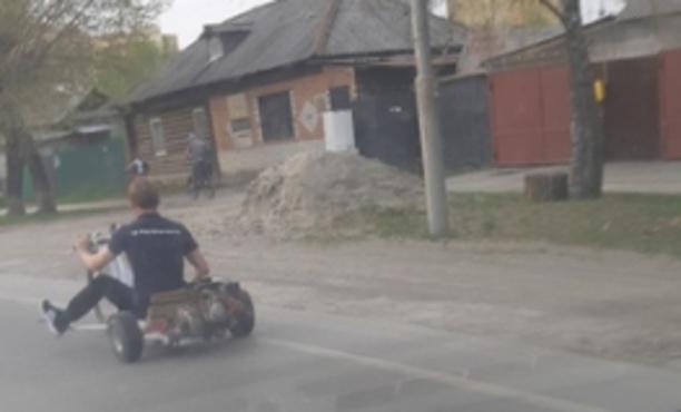 Тюменец гонял по улицам на самодельном транспорте: фото