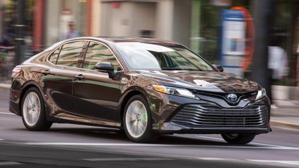 «Дизелю конец»: Новая Toyota Camry Hybrid сразила наповал обзорщика
