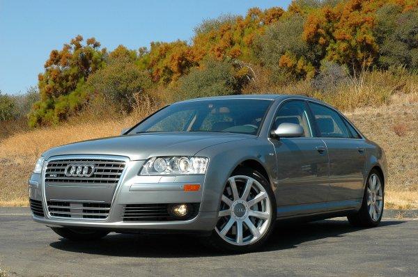 «Лакшери машина» против «Серой мышки»: О выборе между подержанными Audi A8 и LADA Granta рассказал блогер