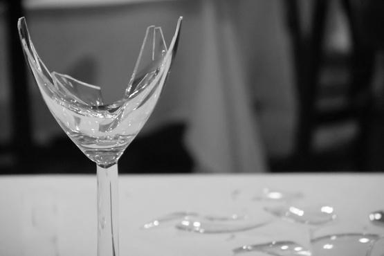 Ударила стаканом по голове: в Ишиме знакомство двух женщин переросло в драку