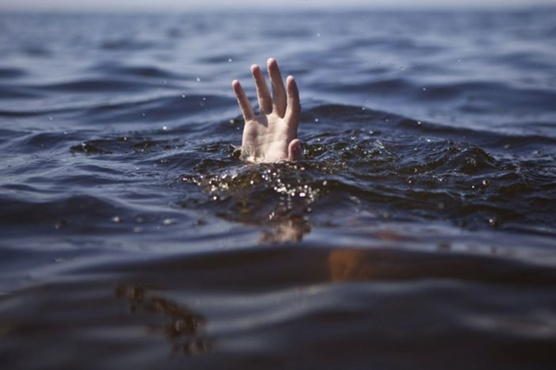 В Сургуте подростка затянуло в подводную яму, он утонул