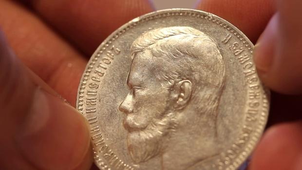 Тоболяк взял в кредит смартфон, чтобы купить «червонцы Николая II» и переплавить их на коронки для зубов