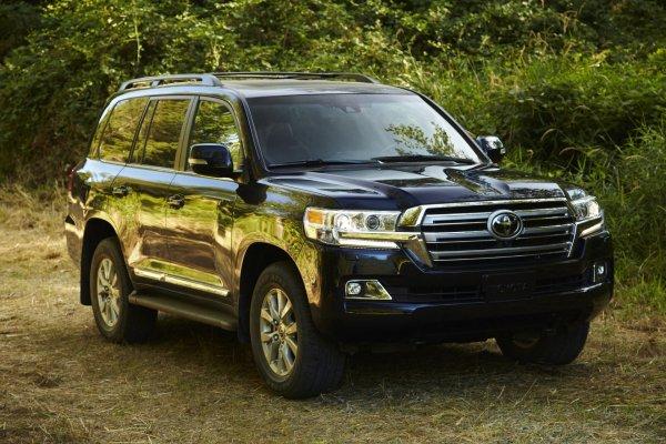 Если бы «Крузаки» красили на «АвтоВАЗе»: В сети показали Land Cruiser в цвете LADA Vesta SW