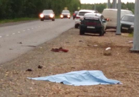 На югорской трассе в страшном ДТП насмерть разбился мотоциклист - фото