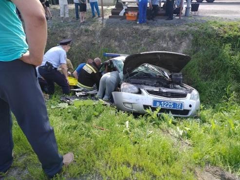 На тюменской трассе патрульный автомобиль попал в ДТП. Трое пострадавших в тяжелом состоянии
