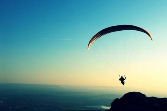 Парашют не раскрылся: женщина выжила, упав с высоты 1500 метров